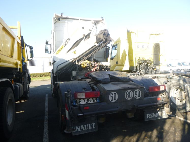 Renault vi MAGNUM 460 DXI 4×2 tracteur grue