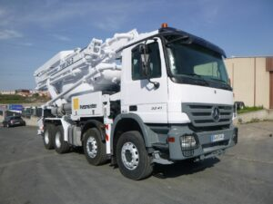 Mercedes 3241 8x4 beton pumi