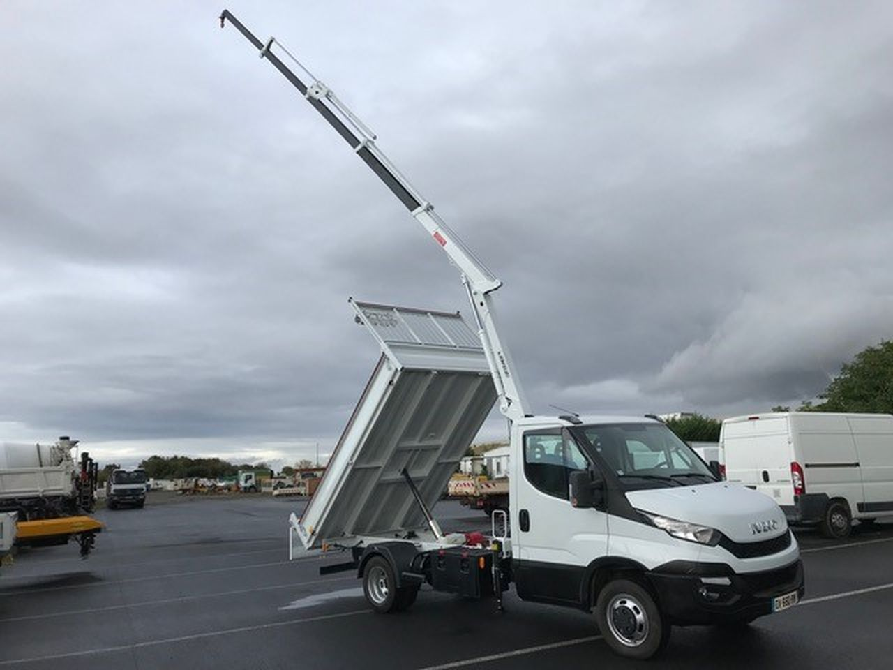 Iveco DAILY 35 C 13 benne grue